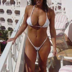 busty-bikini-queens