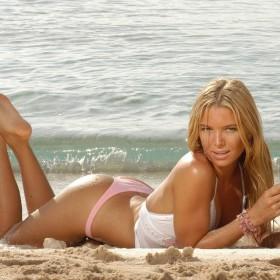 hotgirls-seen-at-the-beach