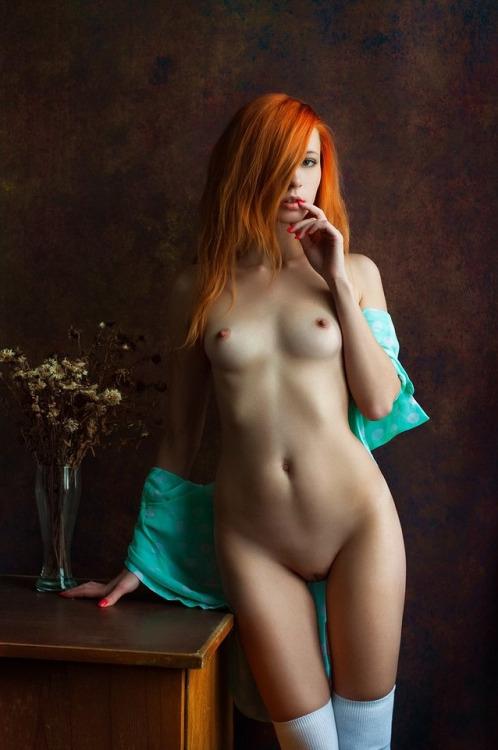 Голая рыжая красотка фото