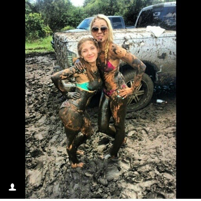 mudgirls0025