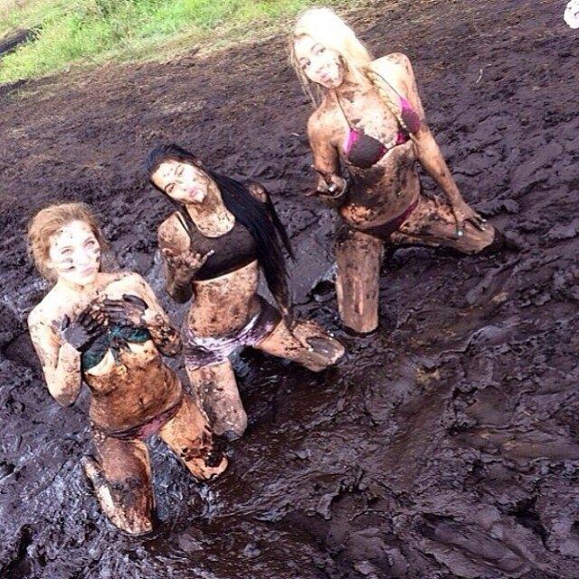 mudgirls0050